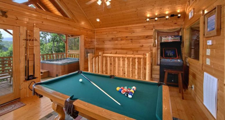 pool table in cabin with game room