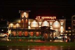 jt hannah's kitchen at night in pigeon forge
