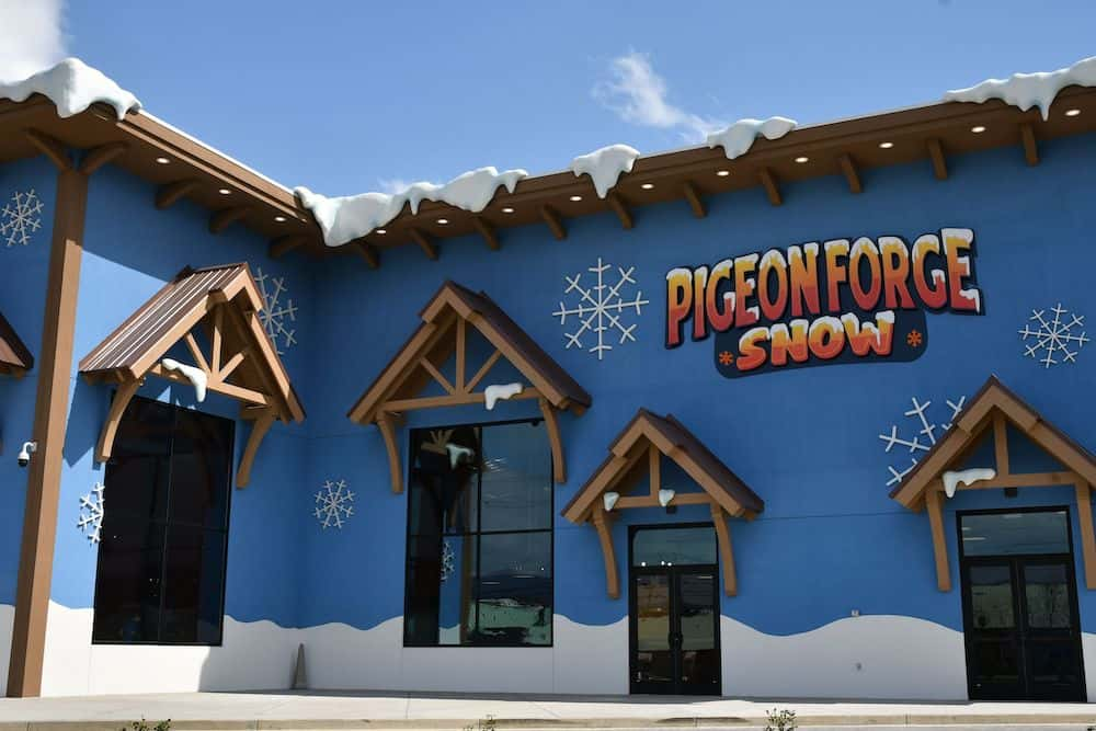 Pigeon Forge Snow building